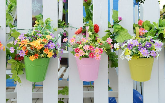 colourful-pots-on-a-white-picket-fence-container-gardening