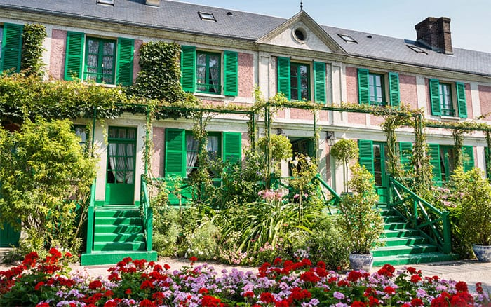 The Monet house and gardens. Ivoha/Shutterstock.com