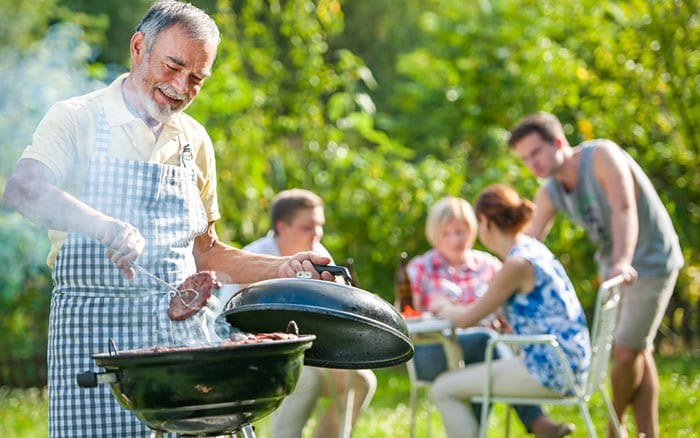 bbq-family-in-the-garden
