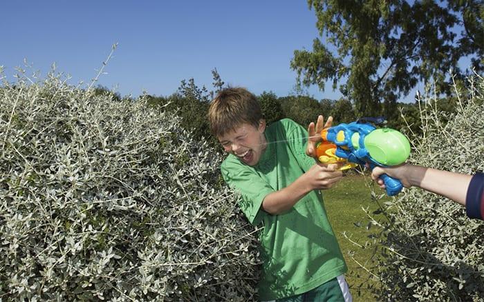 water-pistol-fight-kids-in-the-garden