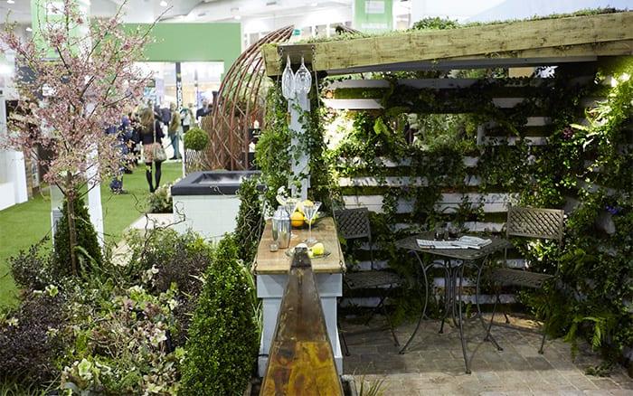 city garden design ideas Chichester-college-garden-seating-area