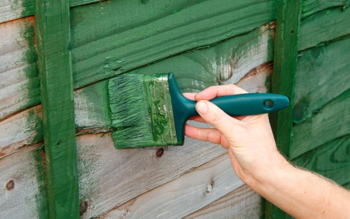 how-to-paint-garden-fence-wood