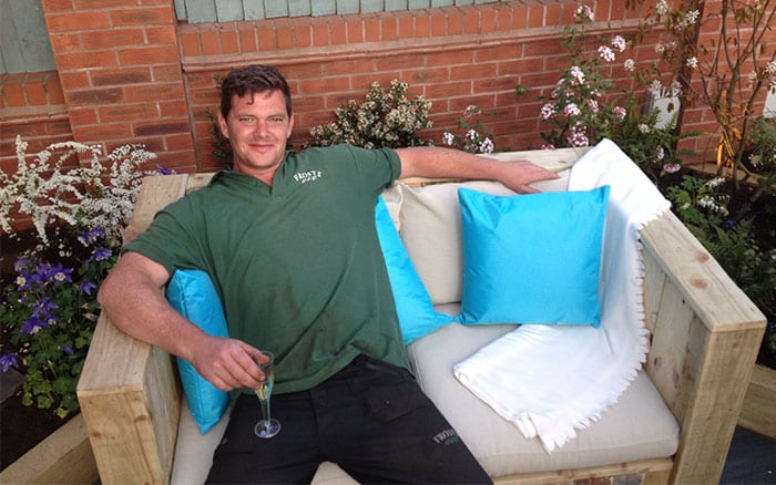 13-love-your-garden-pallet-sofa-seating