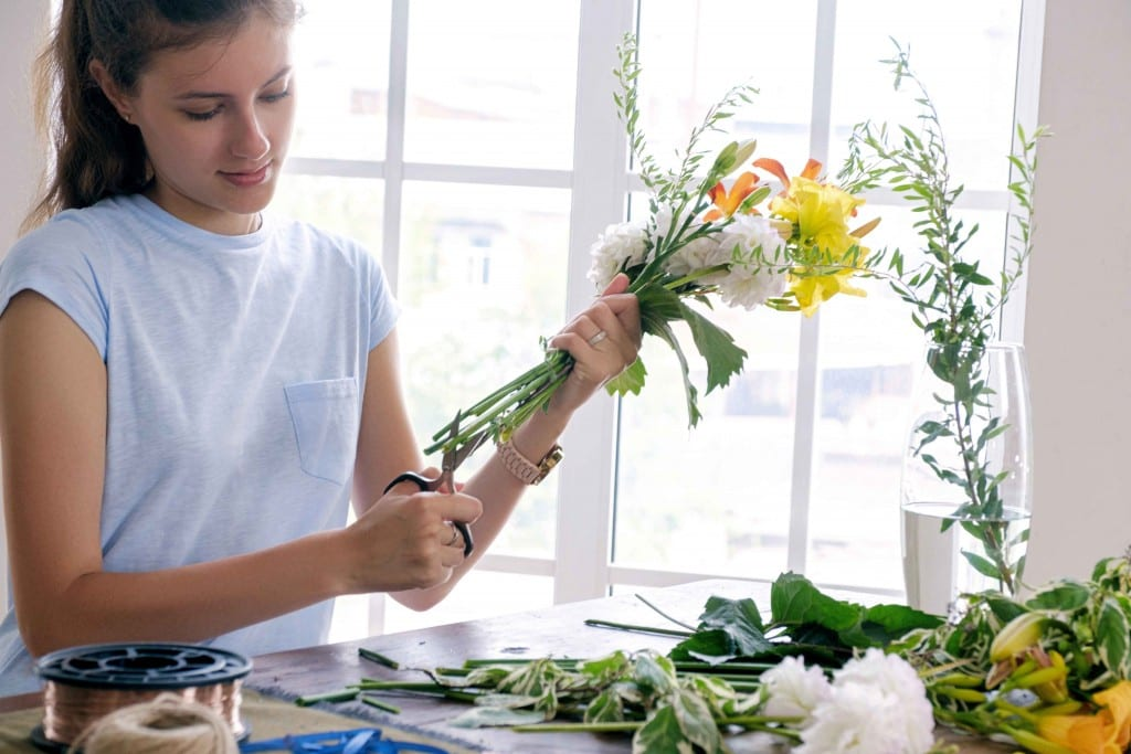 how to properly cut flower stems