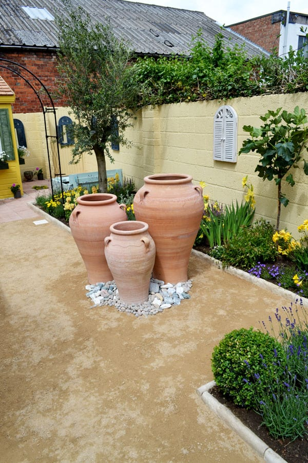 2015-love-your-garden-before-and-after-photos-terracotta-mediterranean-garden
