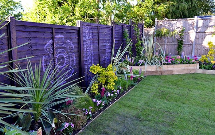 love-your-garden-border-and-painted-fence-planting-scheme