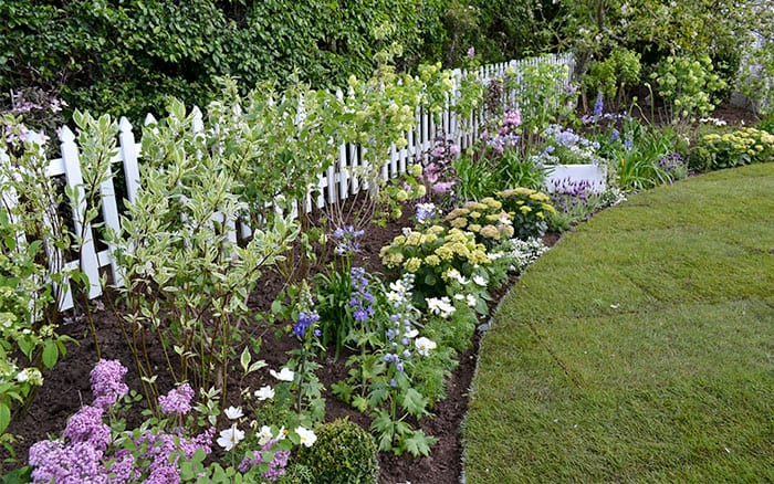 Love your garden how to get the new england american look for Love your garden designs