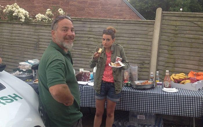 11-katie-rushworth-eating-breakfast-love-your-garden