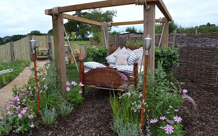 garden-bed-seat-love-your-garden-2015