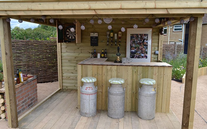 love-your-garden-outdoor-bar-area