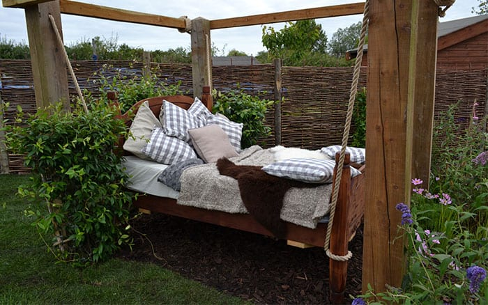 outdoor-bed-love-your-garden