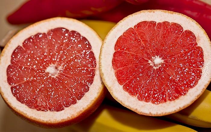 grapefruit-halves-slugs-garden-pests-cheap-gardening-tips