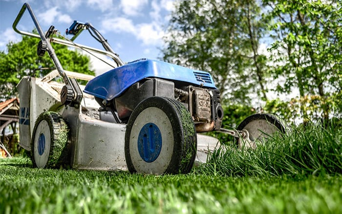 lawnmower-how-to-choose-a-lawn-mower-uk-petrol-vs-electric-mower