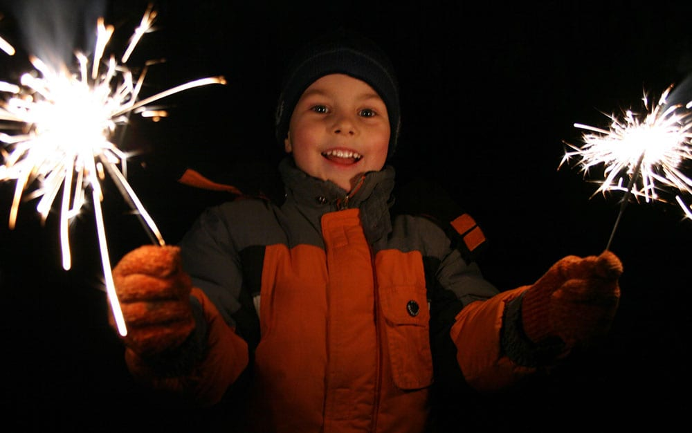 kid-with-sparklers