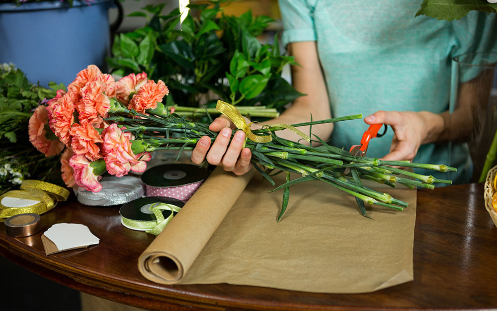 cutting stems from cut flowers