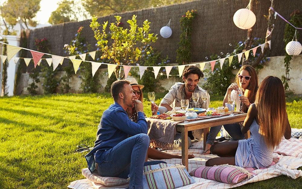 picnic-friends-garden