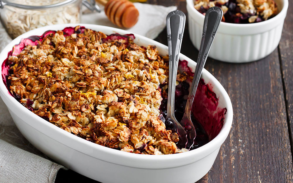 apple and autumn berry crumble