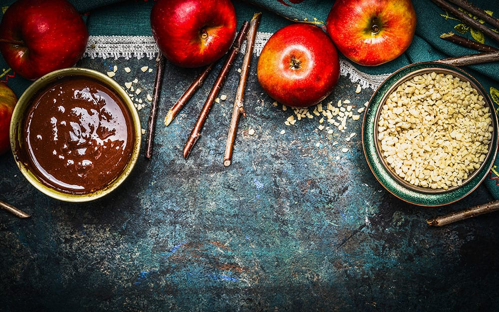 making-toffee-apples
