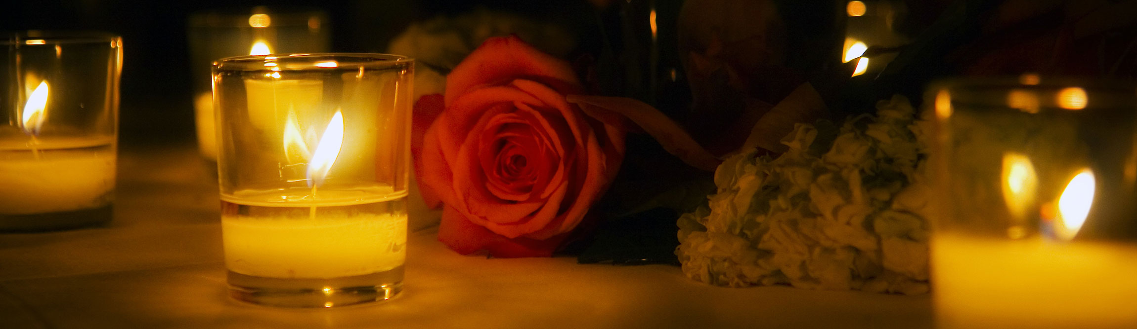 Romantic-scene-rose-and-candles