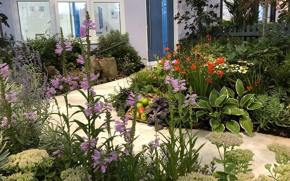 Snow-White-garden-display-1